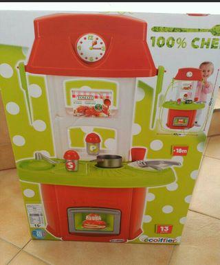 cocinita de juguete nueva en su caja