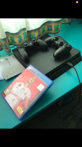 Playstation 4 + 2 mandos + Fifa20 (negociable)