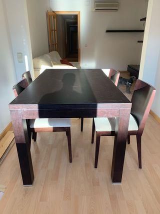Mesa comedor y 4 sillas de madera