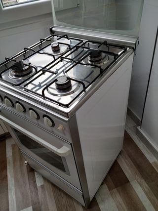 Cocina de Gas. Natural o Butano.