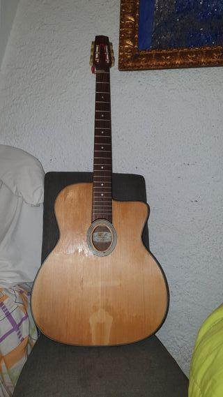 guitarra tipo Django.