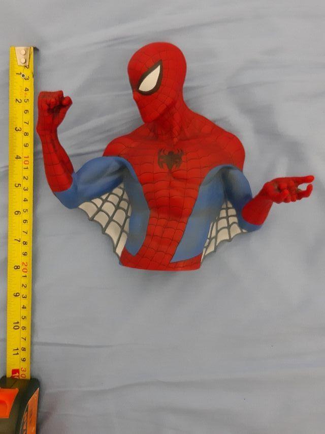 hucha spiderman