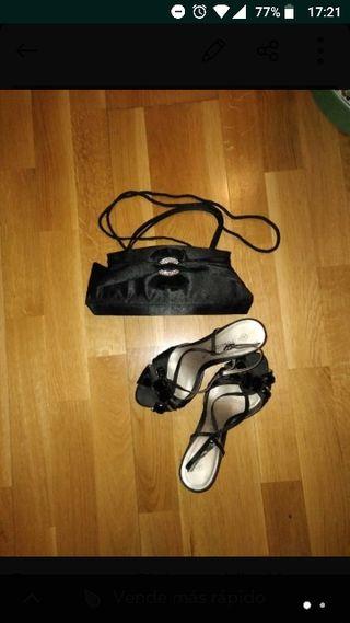 URGE bolso de fiesta y sandalias
