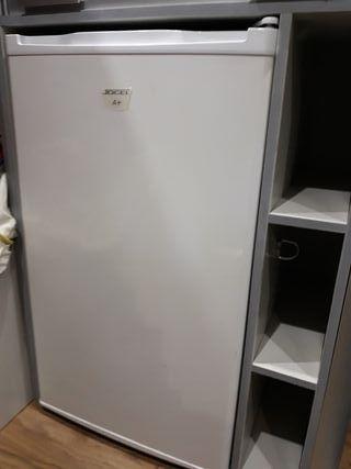 nevera frigorífico y congelador compacto
