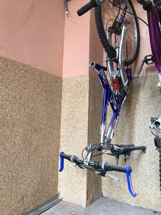 Bicicleta de montaña con suspensión