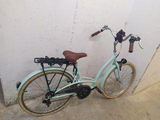 Bicicleta turquesa de paseo