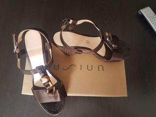 Zapatos mujer Unisa.