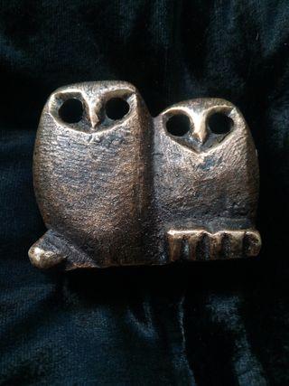 Búhos de bronce