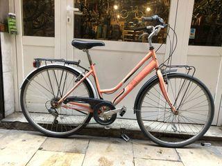 Bicicleta de ciudad paseo urbana