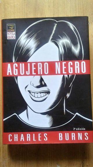 "Novela gráfica ""Agujero negro"" de Charles Burns."