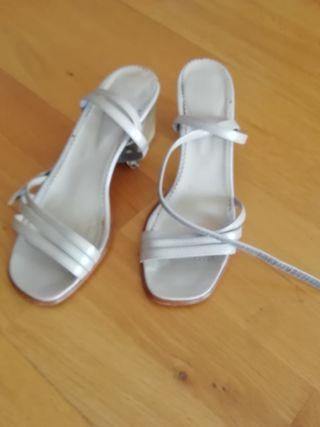 sandalia blanco plateado