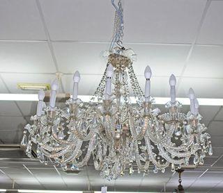 Antigua gran lámpara de araña