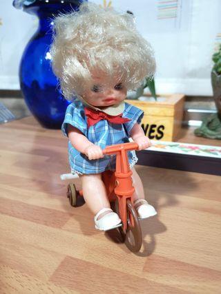 Muñeco Menudos en triciclo de Vicma años 70 cuerda
