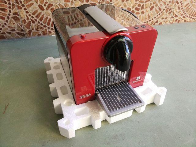 Cafetera Nespresso Le Cube 100% NUEVA