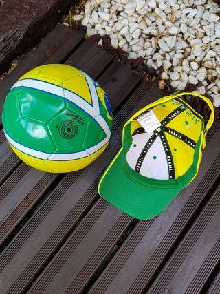 Lote balón fútbol cuero y gorra oficial de Brasil