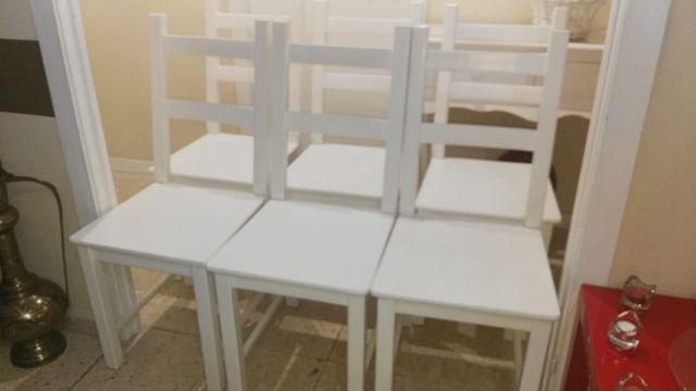 juego de sillas blancas de madera