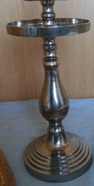 Candelabro eclesiástico en metal plateado. Años 70