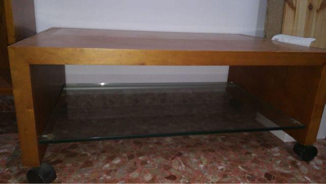 Estantería y mesita comedor de madera y cristal
