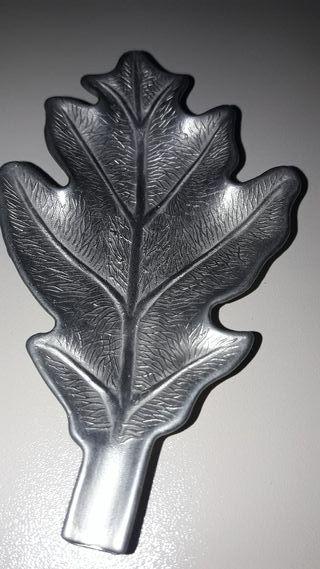 Antiguo cenicero forma hoja de roble