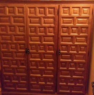Armario castellano de 3 puertas