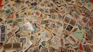 Montones de sellos antiguas España y mundo
