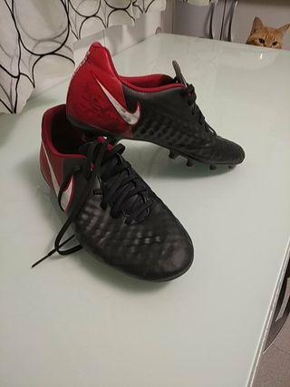 botas de fútbol Nike t 40,5