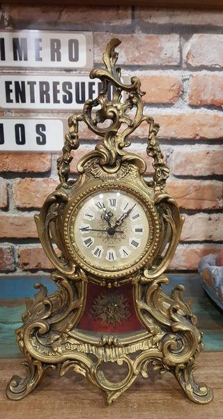 Antiguo reloj de bronce