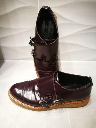 Zapato hebillas en charol Zara