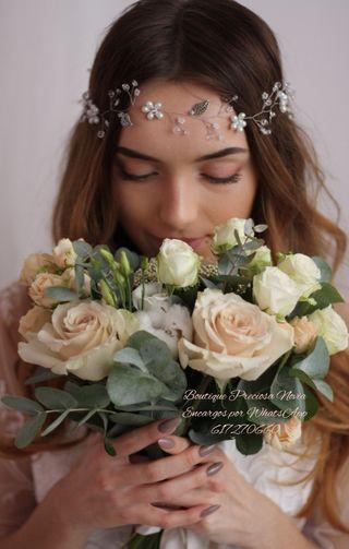 Muy fina tiara de novia invitada madrina tocado