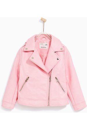 Cazadora Zara de cuero rosa para niña