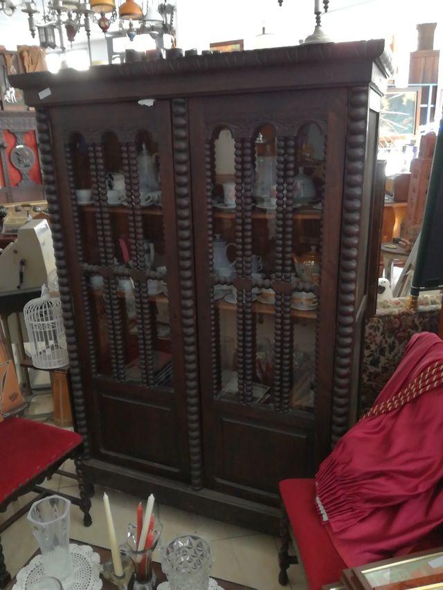 vitrina antigua de caoba,