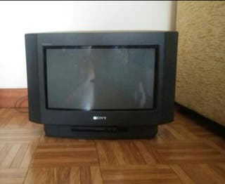 "TV panorámica ""Sony Trinitron Color"" (17 pulgadas)"