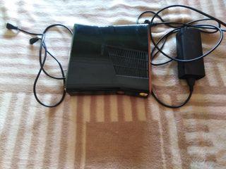 Xbox 360 con 2 mandos y 20 juegos