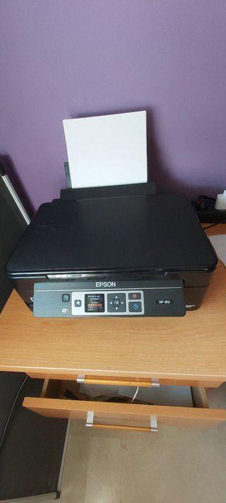 Impresora todo en uno Epson modelo XP-352