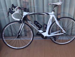 Bicicleta de carbono MENDIZ