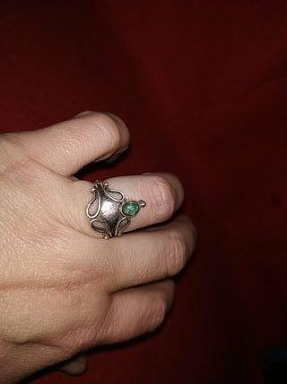 anillo plata y esmeralda chiquitita