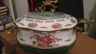 sopera de cerámica y bronce