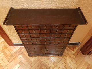 Mueble oriental de madera maciza con cajones