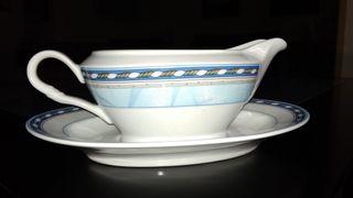 Set de sopera y salsera de porcelana