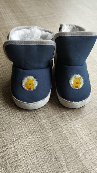 Botitas bebé de Winnie de Pooh muy abrigadas