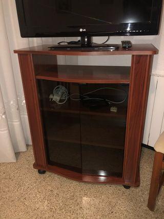Mueble televisión con ruedas. Seminuevo
