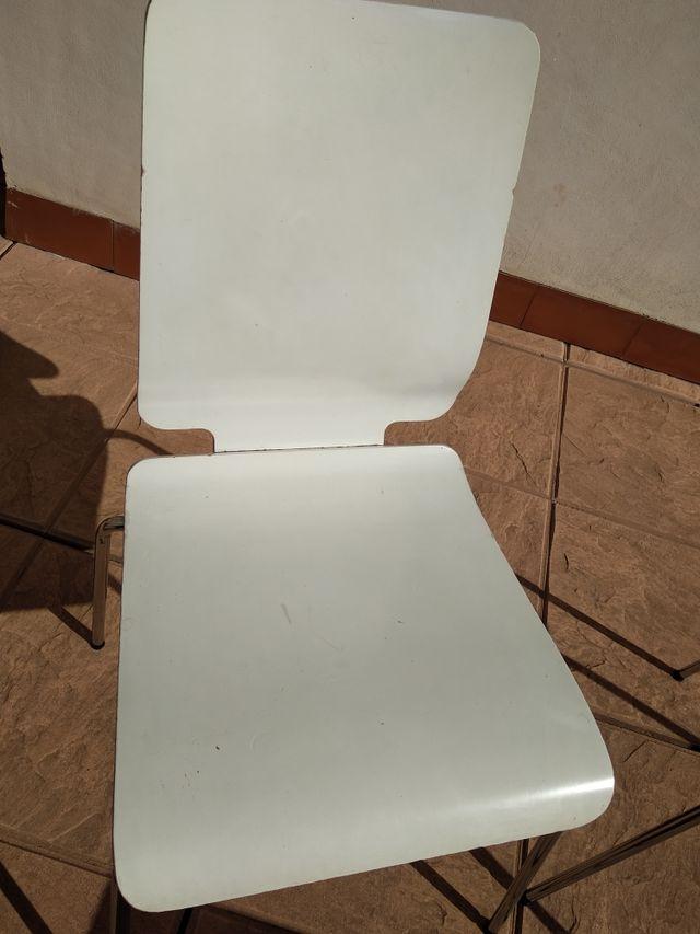 Juego de sillas y taburetes