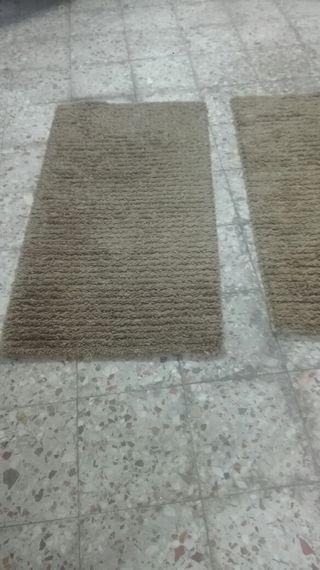 2 alfombras de 75 x 130 por 20 € cada una