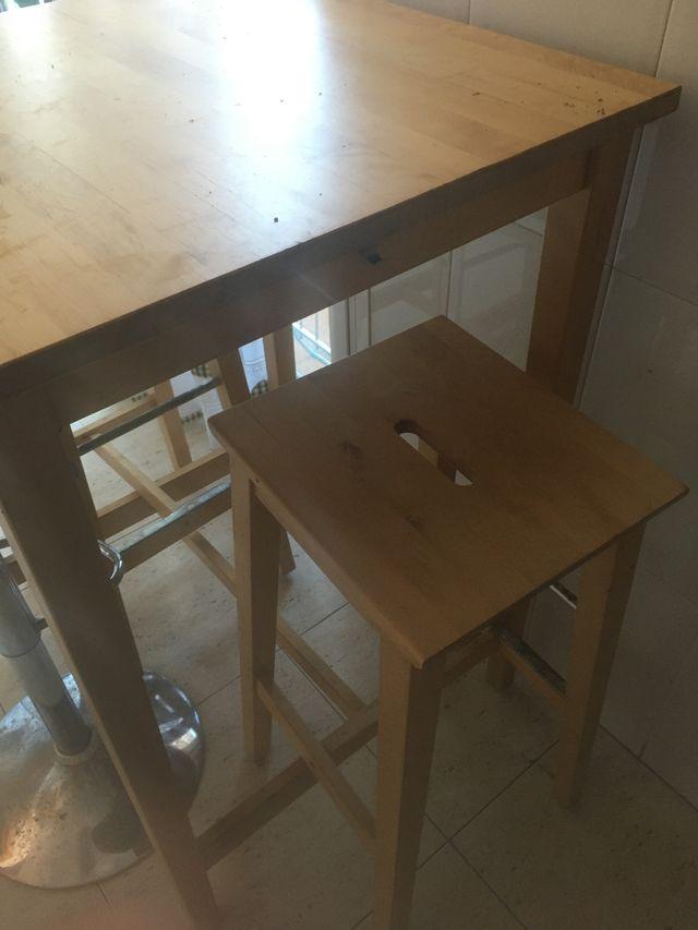 Mesa alta i 3 taburetes
