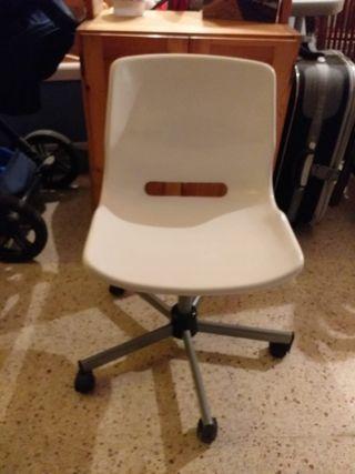 silla de escritorio blanca