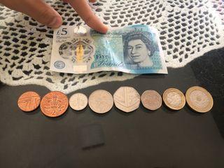Monedas y billetes británicos