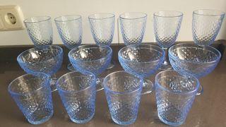 Copas y vasos de cristal color azúl Made in Italy
