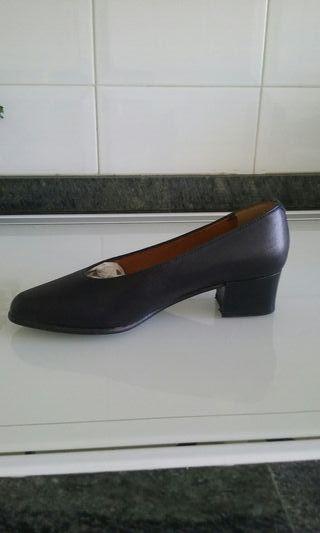 Sin estrenar.zapatos de salon negros