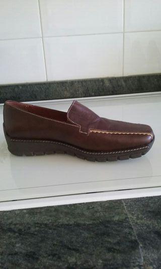 Sin estrenar.zapatos marrones de piel