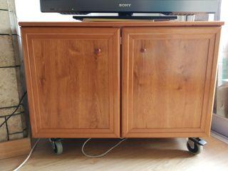Mueble madera para televisión con ruedas